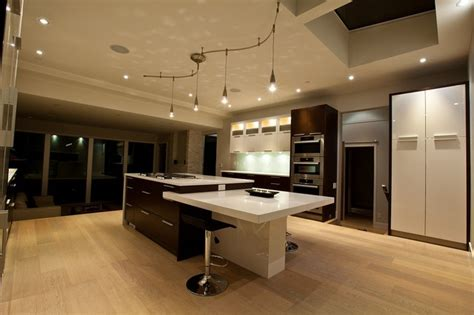 Built In Kitchens : Beautiful Kitchen With Built In Dining Table For Hall