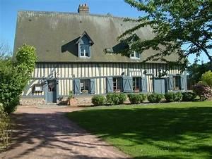 une belle maison normande aux colombages et aux volets With maison peinte en gris