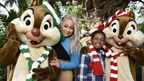 disney channel holiday celebration  whos performing