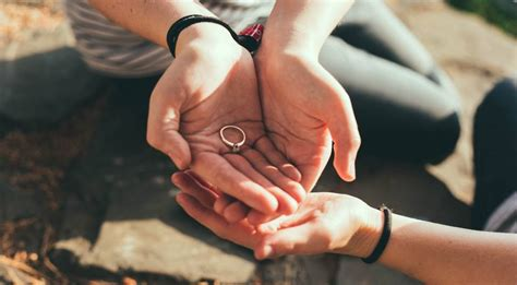 the millennial mangagement should wear engagement rings