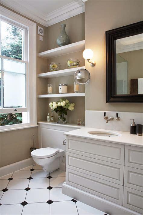 small 1 2 bathroom ideas aprovecha el inodoro como espacio de almacenaje para un