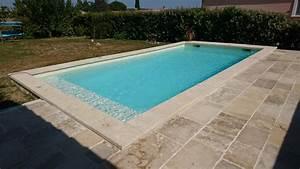 vente de margelles et couvertines en pierre naturelle With plage piscine pierre naturelle 1 piscine en pierre naturelle travertin gris carrelage et