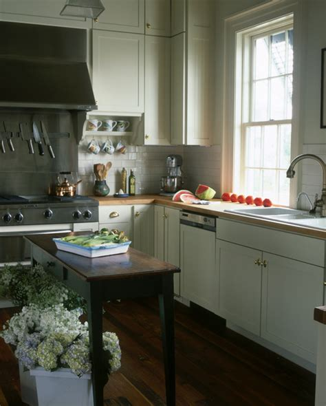 houzz cottage kitchens chadsworth cottage kitchen traditional kitchen 1718
