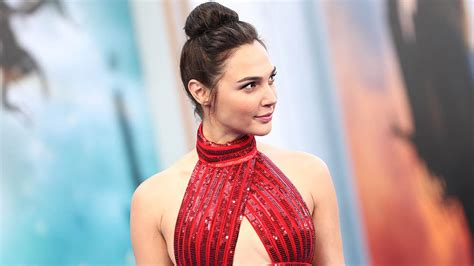 Jurassic Park Logo Wallpaper Wonder Woman Star Gal Gadot Honored By Palm Springs Film Festival Variety