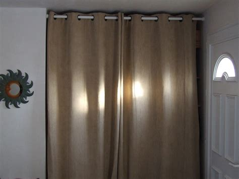 rideaux pour placard de chambre placard chambre avec rideau