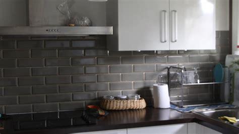 meuble de cuisine aubergine quelles couleurs aux murs pour une cuisine blanche