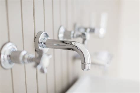 remove  replace  tub spout
