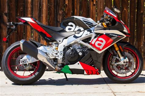 Aprilia Rsv4 Rf Image by Top 10 Fastest Superbikes In The World 2017 2018