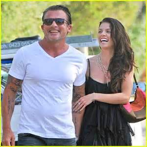 AnnaLynne McCord & Dominic Purcell Hold Hands at the Beach ...