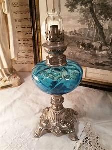 Lampe à Clipser : ancienne lampe p trole shabby chic bleue ~ Teatrodelosmanantiales.com Idées de Décoration