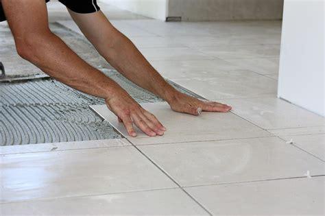 comment poser un carrelage comment poser du carrelage au sol les 233 et astuces