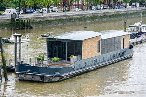 House Boat For Sale London by Cadogan Pier Houseboat In London Could Be Yours For 163 2