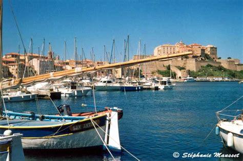 bateaux dans le port de calvi