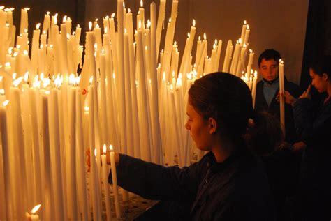 candele accese le candele votive accese a berlino