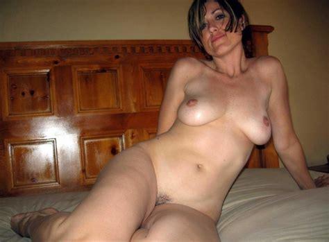 Horny Mom Posing Naked Private Milf Pics