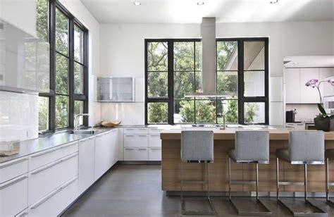 el fregadero bajo la ventana cocinas  estilo