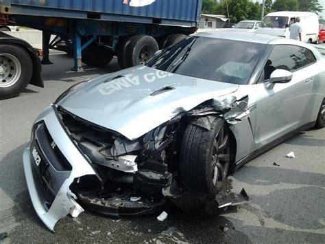 image nissan gt  crash  malaysia image mohammed