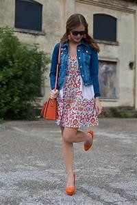 Kleid Mit Jeansjacke : 25 kleidungsst cke 50 looks outfit 2 bl mchenkleid von oasis jeansjacke von warehouse ~ Frokenaadalensverden.com Haus und Dekorationen