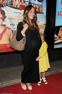 Samia Ghadie shows off baby bump as she enjoys a night at ...