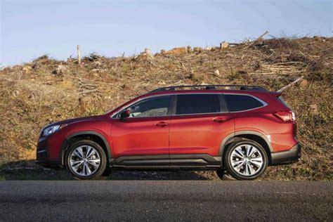 newly arrived  subaru ascent fills  row midsize