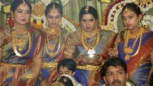 Actress Preetha Vijayakumar Family Photos Preetha Hari ...