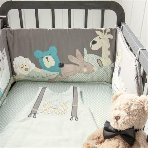 chambre de cong駘ation tour de lit bebe original 28 images tours de lit et gigoteuse mixte l univers de b