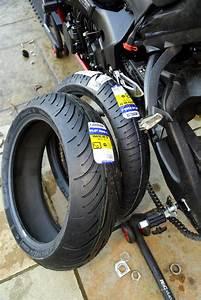 Pilot Road 5 : michelin pilot road 4 tyres on gsx s1000f superbike magazine ~ Jslefanu.com Haus und Dekorationen