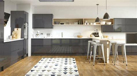 sol stratifié pour cuisine cuisine cuisine blanche et grise meuble cuisine couleur