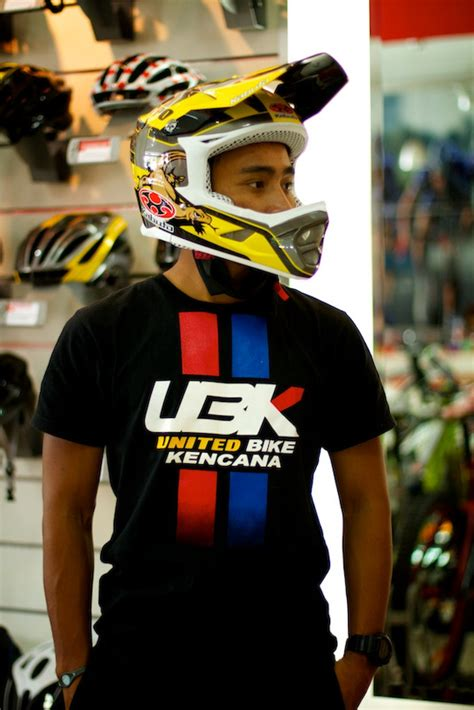 pinkbike goggles helmets allowed unsecure