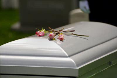 was kostet eine beerdigung auf der grünen wiese was kostet eine beerdigung so berechnen sie die kosten