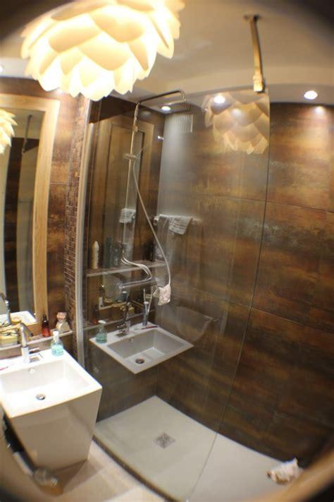 de cuisine italienne salle d 39 eau vue élargie photo 1 6 salle d 39 eau avec lavabo en forme de totem