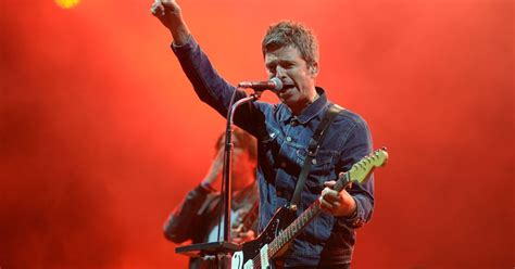 noel gallagher  play manchester heaton park show  eve