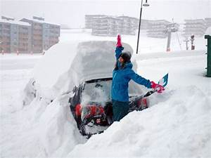 More pictures of cars covered in snow… Skipedia