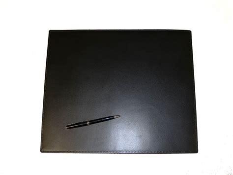 sous bureau petit sous mains de bureau en cuir noir