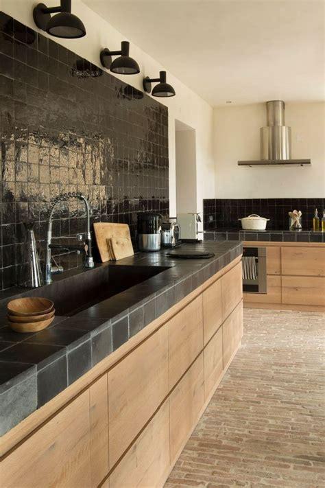 comment moderniser sa cuisine les 25 meilleures idées de la catégorie carrelage noir sur