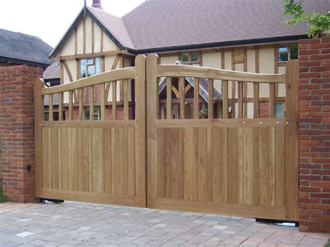 wooden gates  home remodelling