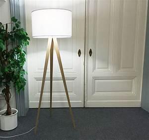 Stehlampe Holz Dreibein : stehlampe erfahrungsbericht dreifu leuchte kavinsk ahoipopoi blog ~ Orissabook.com Haus und Dekorationen