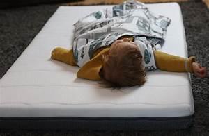 Baby Schläft Nicht Im Eigenen Bett : zu hause schl ft es sich am besten babys erstes eigenes bett werbung reise mama ~ Markanthonyermac.com Haus und Dekorationen