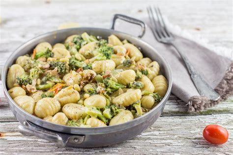 cuisiner le brocolis gnocchis brocolis noix et crème de parmesan cuisine moi