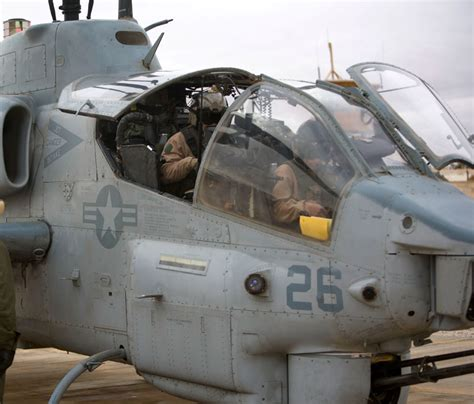 Bell Ah-1 Supercobra Attack Helicopter Image (pic4