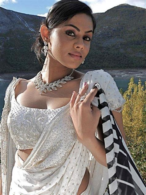 ko actress karthika karthika nair hot saree photo gallery veethi