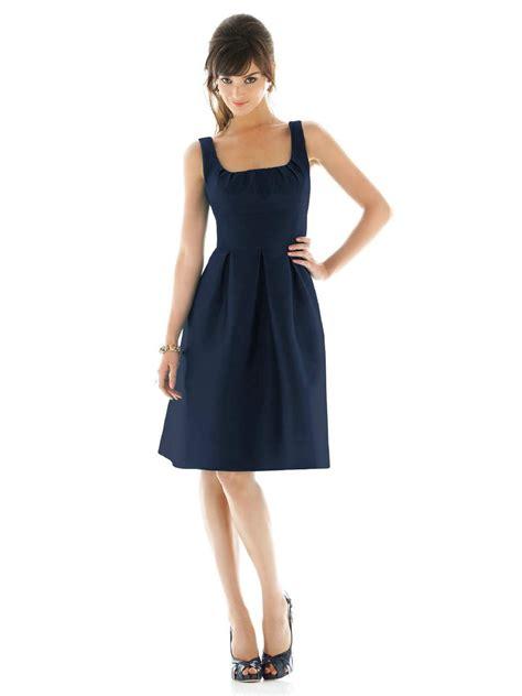 pochette mariage robe bleu marine quels accessoires avec robe bleue marine