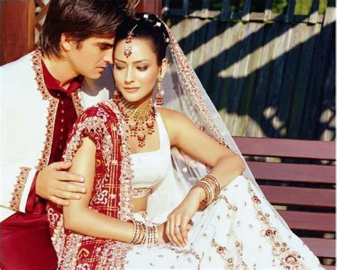 Indian-bridal-dresses-cute-couple