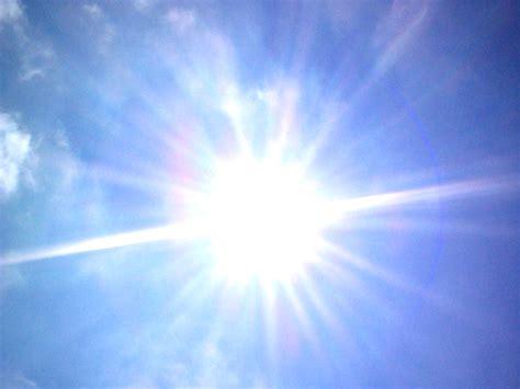 Sun-in-sky-700090.jpg