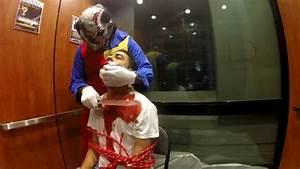 Déguisement Halloween Qui Fait Peur : prank un clown dans l 39 ascenseur qui fait peur youtube ~ Dallasstarsshop.com Idées de Décoration