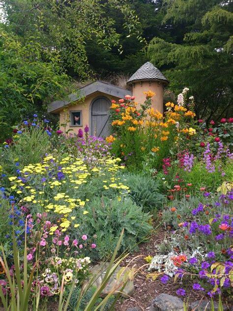 Sweet Colorful Oldfashioned English Cottage Garden! Sunny