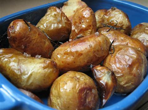 cuisiner pomme de terre nouvelle pommes de terre au four au romarin et gros sel