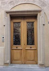 Exemple de porte d39entree 2 vantaux avec grille fer forge for Luminaire chambre enfant avec fenetre en fer forgé catalogue