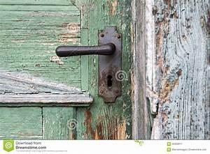 Poignée De Porte En Bois : vieille porte d 39 entr e en bois avec la poign e de porte antique image stock image 56302817 ~ Melissatoandfro.com Idées de Décoration