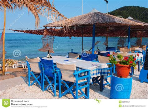 Griechische Tavernen Möbel by Traditionelle Griechische Taverne Stockfoto Bild